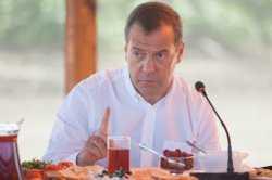 Дмитрий Медведев выделил дополнительные средства на развитие астраханских сел