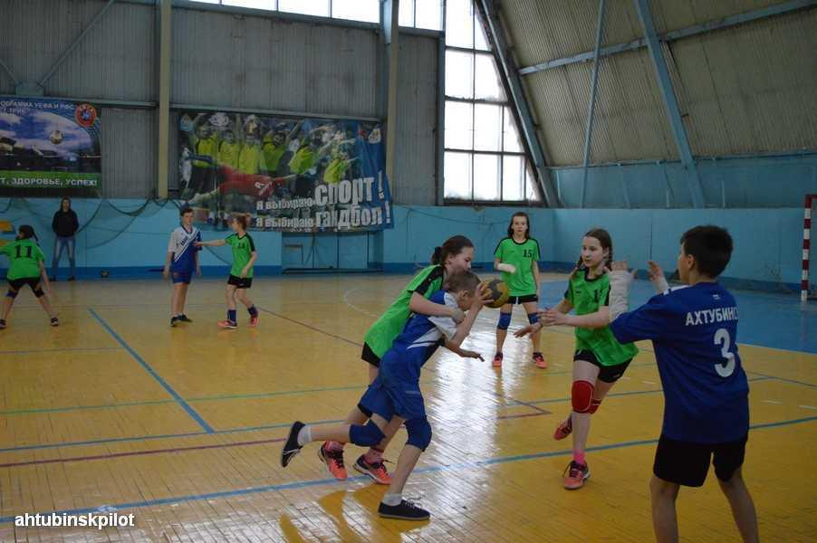 В Ахтубинске проходит большой гандбольный турнир