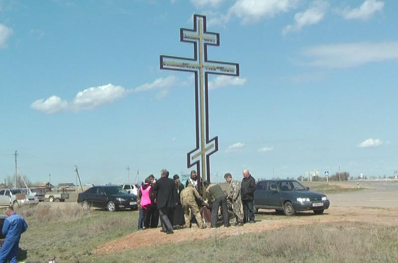 В селе Золотуха установили поклонный крест