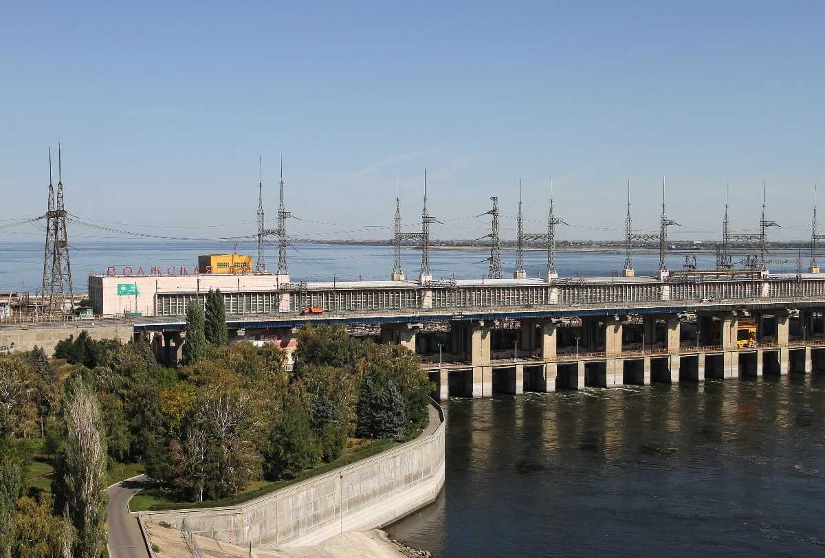 Волжская ГЭС снижает сбросы воды