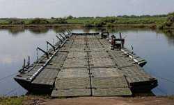 В Астраханской области работал опасный для жизни понтонный мост