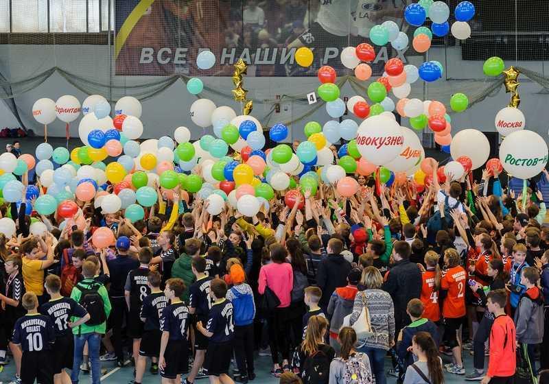 Юные гандболисты приняли участие в большом спортивном празднике
