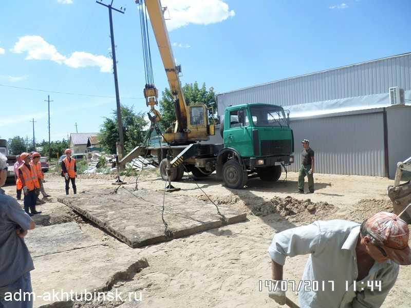 Дорожное покрытие восстановлено после ремонта.
