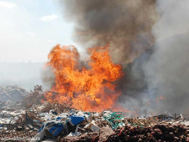 Пожар на полигоне бытовых отходов продолжается