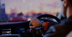 У астраханцев за долги по кредитам отбирают машины