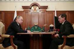Путин вручил астраханскому губернатору папку с жалобами местных жителей