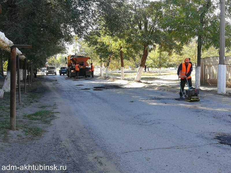 Ремонт автомобильных дорог общего пользования местного значения в г. Ахтубинске продолжается