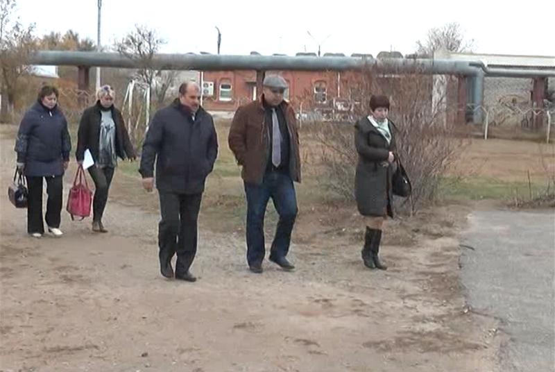 Подача воды в поселки Баскунчака стабилизируется. Глава администрации МО «Ахтубинский район» встретился с жителями поселка соляников