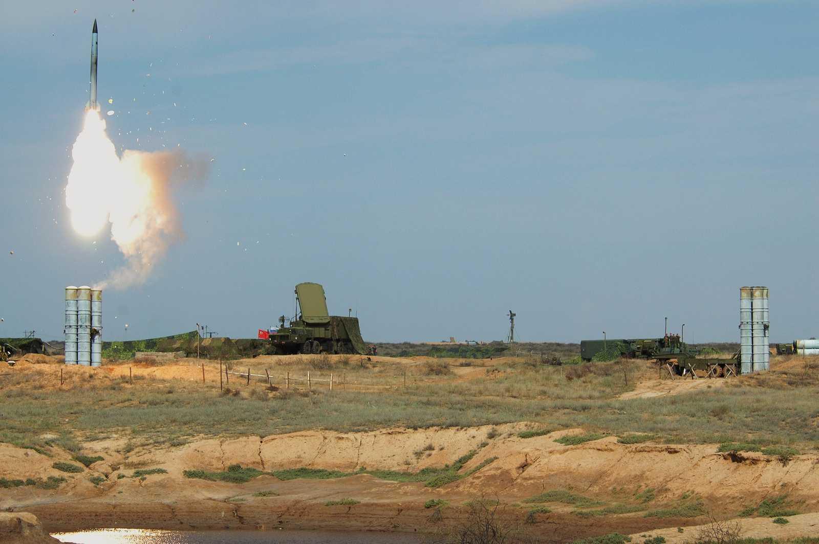 На астраханском военном полигоне прошли стрельбы С-400 для Крыма