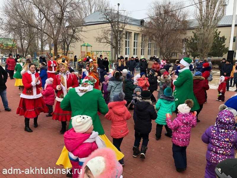 Рождественские хороводы на Набережной в Петропавловке