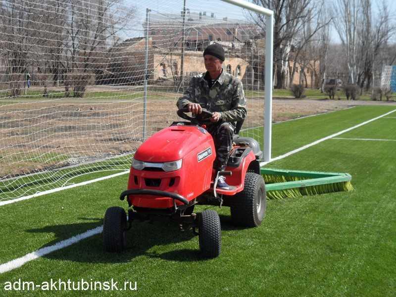 Уход за искусственным покрытием футбольного поля