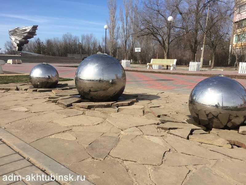 В Ахтубинске после зимы включили фонтаны