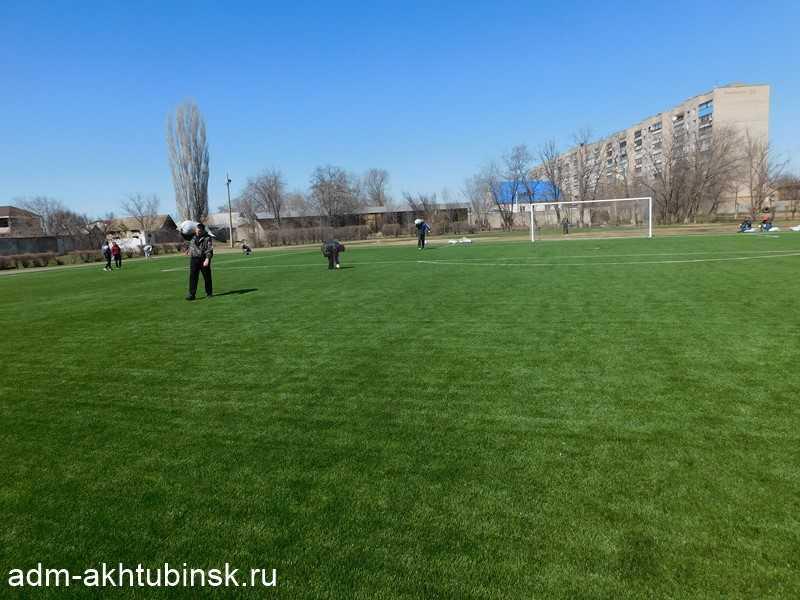 Сотрудники администрации МО «Город Ахтубинск» 13 апреля провели субботник на стадионе «Волга»