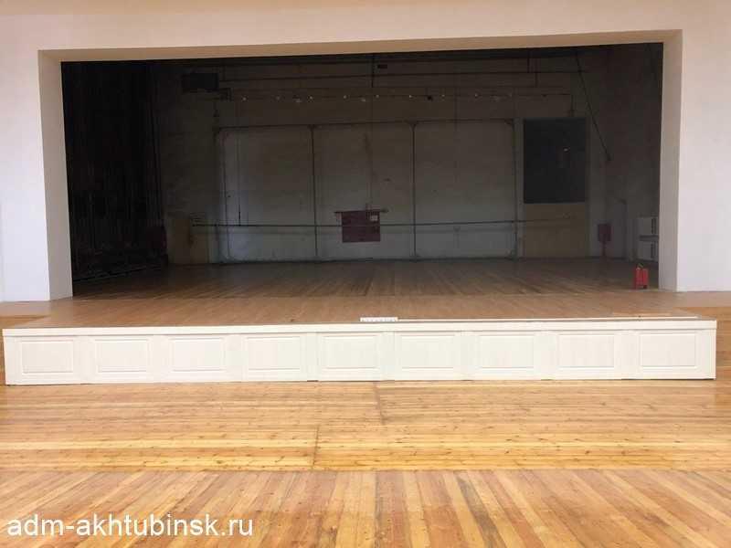 Преображение зрительного зала Городского Дома культуры речников продолжается