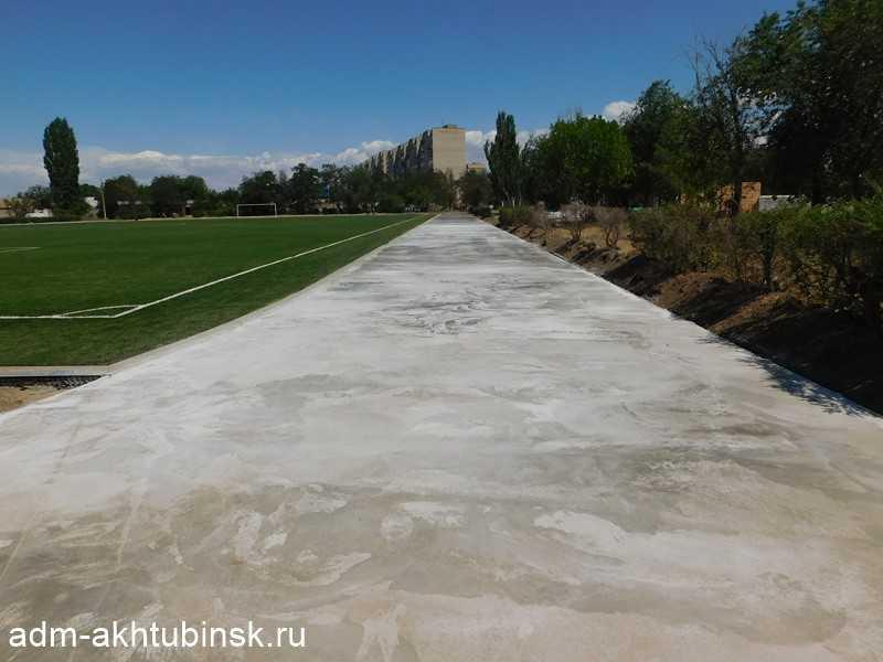 На стадионе «Волга» продолжаются работы по строительству беговой дорожки
