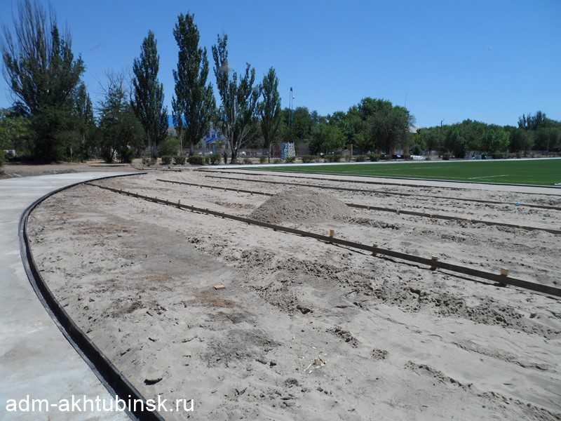 Работы по строительству беговой дорожки на стадионе «Волга»
