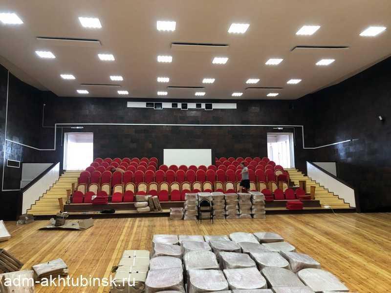 В зрительном зале ГДК речников идет установка новых кресел