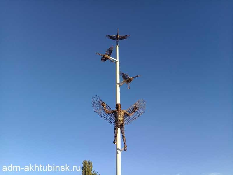 В городе Ахтубинск на МК «Крыло Икара» появилась новая художественная композиция «Полет Икара»
