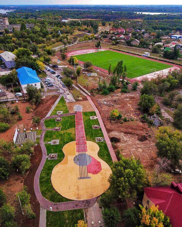 В Ахтубинске появилась новая парковая зона сквер «Арбат-400»