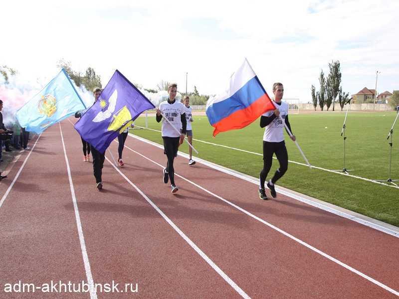 На стадионе «Волга» в Ахтубинске открыли беговую дорожку и чествовали победителя кубка мэра