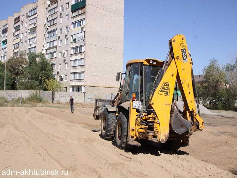 В Ахтубинске на стадионе «Волга» по социальной программе «Газпром – детям» началось строительство многофункциональной спортивной площадки