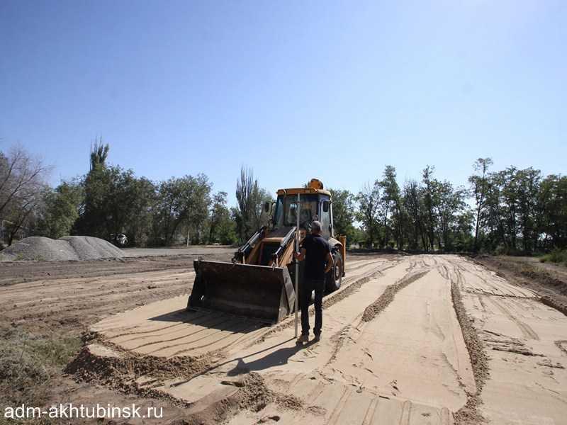 В Ахтубинске на стадионе «Волга» по социальной программе «Газпром – детям» сооружается многофункциональная спортивная площадка