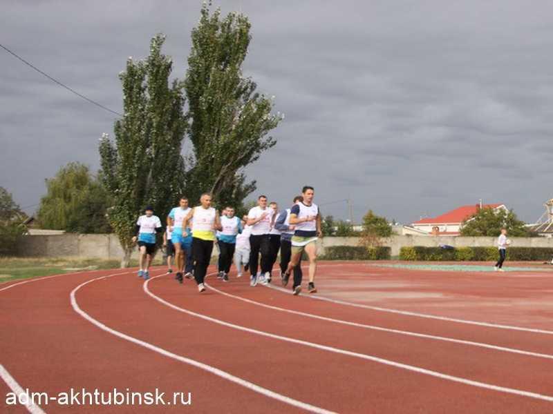 Военнослужащие ГЛИЦ им. В.П. Чкалова сдают итоговую проверку по физподготовке на городском стадионе «Волга»