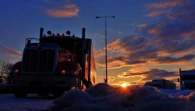 Для грузовиков и автобусов изменились правила на резину