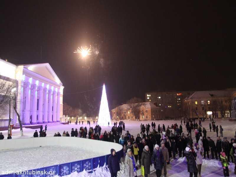 На центральной площади Ахтубинска в новогоднюю ночь прошли народные гуляния