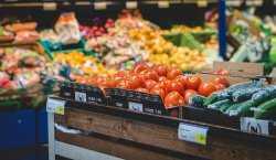 В Астрахани подскочили цены на продукты и топливо