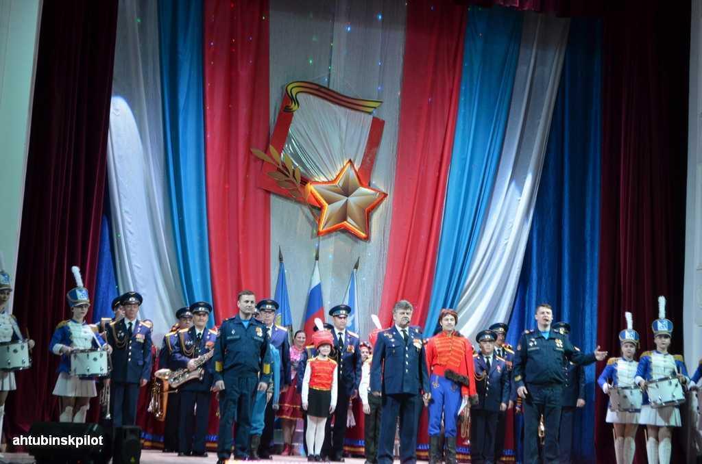 В гарнизонном Доме офицеров состоялся праздничный концерт, посвященный Дню защитника Отечества