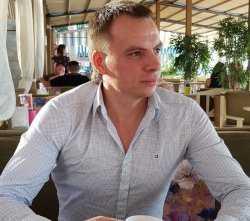 Астраханский депутат Петр Кириллов хочет открыть глаза правительству на зарплаты людей