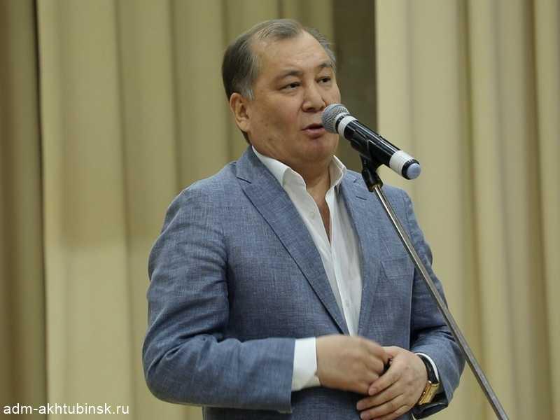 В городском Доме культуры речников прошла встреча главы города с жителями пос. Петропавловка