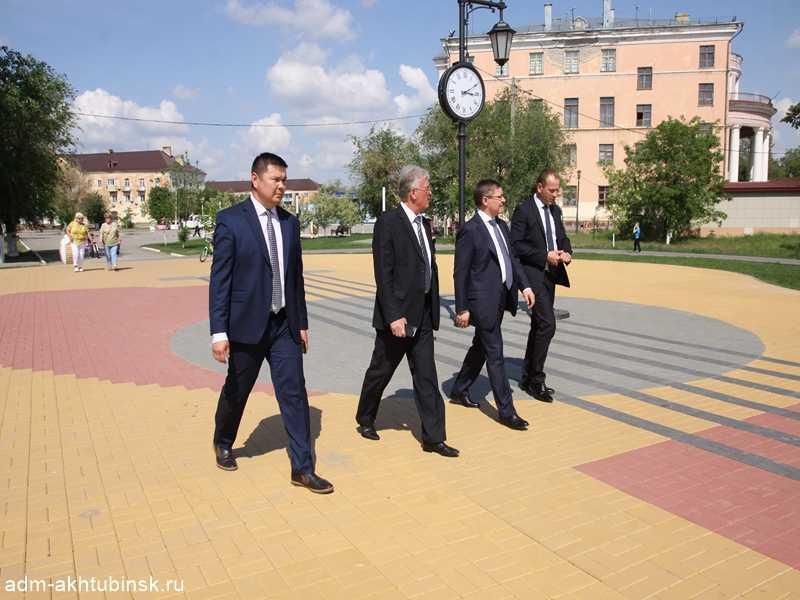 В Ахтубинске министр ЖКХ Российской Федерации осмотрел объекты по благоустройству