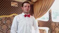 В Астрахани просят помощи в поисках молодого мужчины