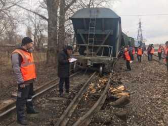В Волгограде разбираются в причинах схода шести вагонов поезда