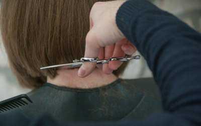 В астраханской парикмахерской тайно принимали клиентов, несмотря на карантин