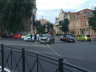 Жесткая авария произошла у Астраханского кремля