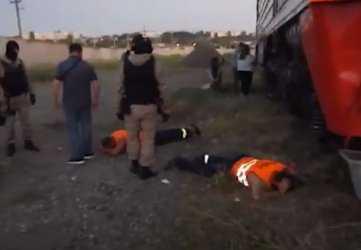 Шестеро мужчин сливали горючее с тепловозов: видео задержания в Волгограде