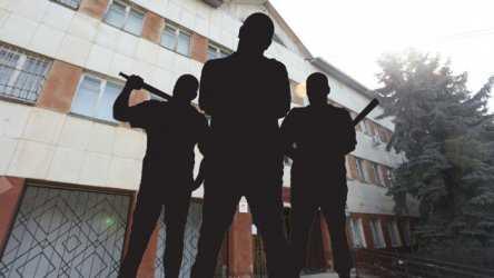 Избивали и поджигали людей: банда наркодилеров держала в страхе астраханцев