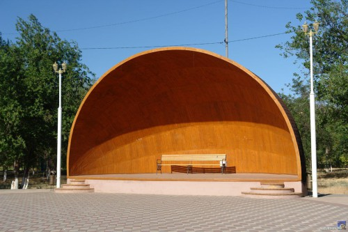 Сцена-ракушка в парке